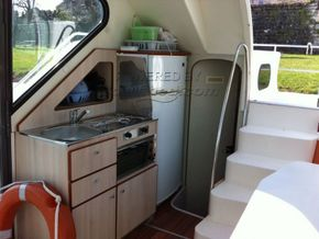 Nicols Confort 900 Canal and river cruiser - Galley