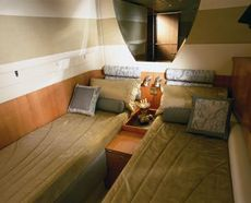 Sealine T60 Mid Cabin