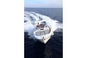 Jeanneau Cap Camarat 9.0 WA (sports boat / cruiser) - front view - moving through the water